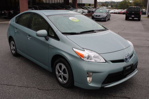 Pre-Owned 2015 Toyota Prius Five FWD Hatchback